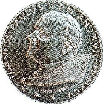 Moneda con la imagen del Anticristo Juan Pablo II. Nótese las 3 estrellas con seis puntas cada una, lo que da 6, 6, 6.
