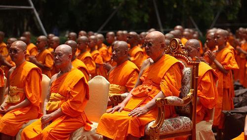 Los budistas reconocen muchos falsos dioses