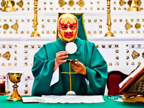 Sacrosanctum Concilium cambio la misa a una nueva misa de 'fray' Tormenta con mascara de luchador