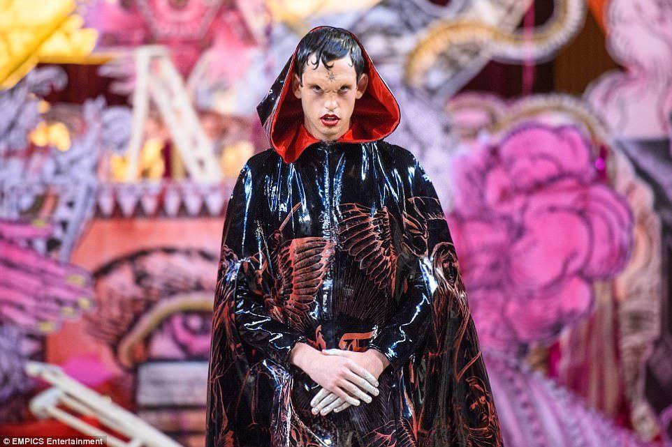 Desfile satánico de moda dentro de una \'iglesia\' en Londres (FOTOS)