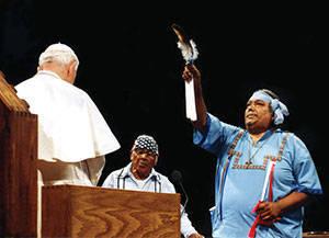 """Anti Papa Juan Pablo II recibiendo """"bendición"""" en ritual pagano en Arizona"""