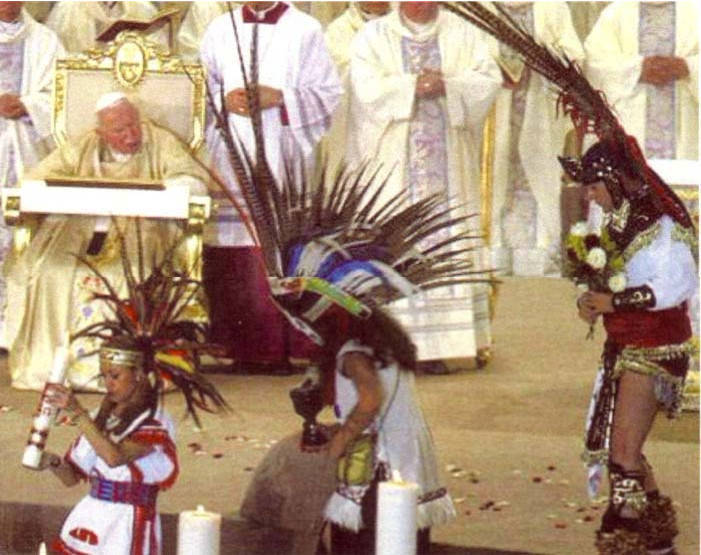 Anti Papa Juan Pablo II danza azteca visita a México 2002