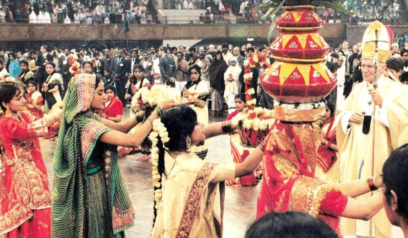 Anti Papa Juan Pablo II recibe marca de Shiva