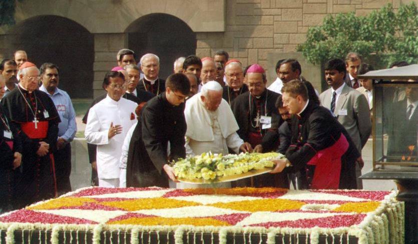 anti-papa-juan-pablo-ii-tumba-gandhi-flores
