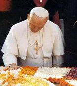 anti-papa-juan-pablo-ii-tumba-gandhi-orando