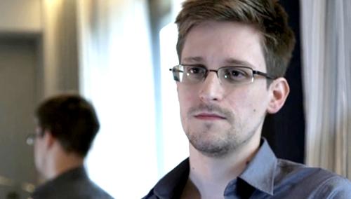 Edward Snowden durante la entrevista con The Guardian