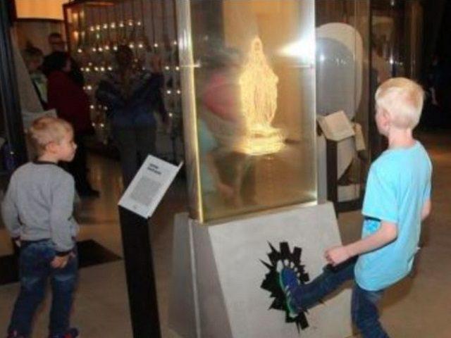 Museo de Estonia - Profanación de la imagen de la Virgen María