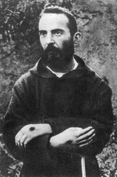 El Padre Pío: un sacerdote católico que realizó milagros y llevó en su cuerpo las llagas (estigmas) de Jesucristo