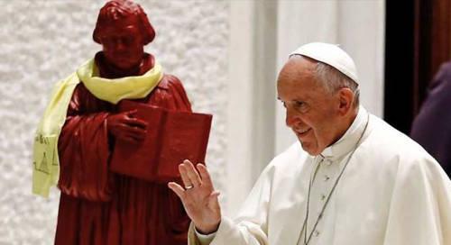 """El Vaticano dice que los 'católicos' ahora reconocen a Martín Lutero como un """"testigo del evangelio"""""""