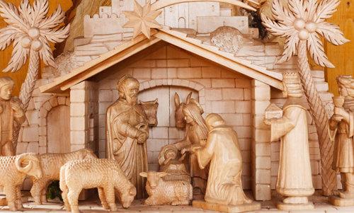 """En vez de un """" árbol de Navidad """" coloquen un pesebre navideño para celebrar el nacimiento del Niño Jesús, Señor y Dios nuestro."""