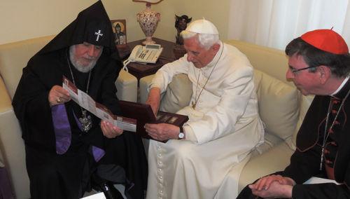 """Anti Papa Benedicto XVI con cismático """"patriarca"""" Karekin II en Mayo 2014"""