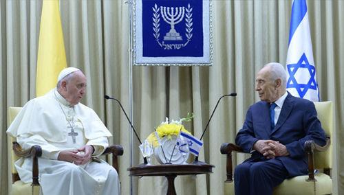 Anti-Papa Francisco y el Presidente Shimon Peres de Israel