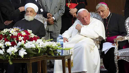 Anti-Papa Juan Pablo II y los musulmanes en la mezquita de Israel