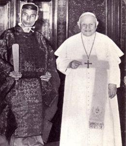 Antipapa Juan XXIII con un sintoísta en el Vaticano
