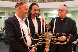 El nuevo antipapa Francisco celebró Janucá con los judíos argentinos en diciembre de 2012