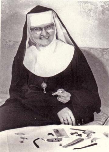 EWTN Red 'Católica' Mundial y la Madre Angélica