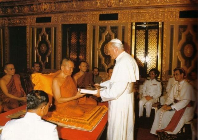Juan Pablo II con budistas - abominación anticristo